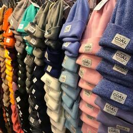 🤷♂️Venir à la montagne sans bonnet c'est comme aller à la piscine sans maillot de bain 😜😎 Viens au shop @superwhitestore on a ce qu'il te faut ! 🏔🏂  #superwhitestore #les2alpes #bonnet #coal #burton #nike #billabong #element #adidas #rvca