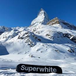 #cervin #snowboard #limitededition @regisrolland @superwhitestore #thefutureofmountainriding